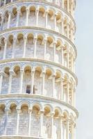 schiefer turm von pisa in italien foto