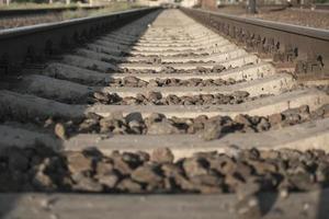 Eisenbahn geht in die Ferne foto