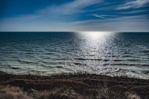 Klippenblick auf das Meer foto
