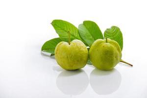 Guave auf weißem Acryl foto