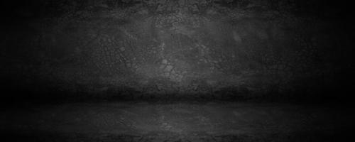 dunkles Brett und schwarzes Zementstudio oder Ausstellungsraum mit Schatten und Hintergrundhintergrund foto