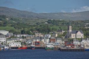 St. Marys Kirche und Hafen von Killybegs in der Grafschaft Donegal, Irland done foto