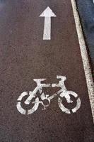 Fahrradstraßensignal auf der Straße foto