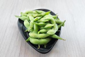 japanische küche edamame bean in schüssel foto