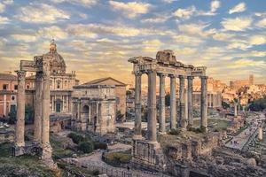die stadt rom bei sonnenuntergang foto
