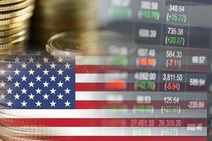 Börseninvestitionshandel mit Finanzmünzen und USA-Amerika-Flagge oder Forex foto