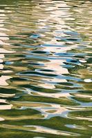 strukturierter Hintergrund der Wasserreflexion foto