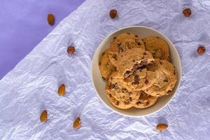 Schokoladenkekse, Mandel-, Nuss-, Haselnuss-Kekse. foto