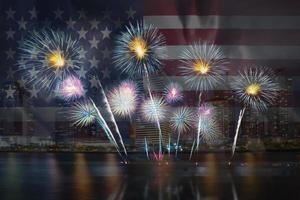 festliches schönes buntes Feuerwerk foto