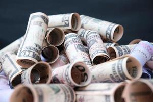 Euro-Dollar-Banknoten-Geldhintergrund und Geld sparen und Geschäftswachstumskonzept foto