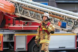 Berliner Feuerwehr Feuerwehrmann bei der Arbeit foto