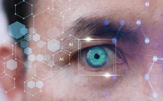 Human Eye und Hightech-Konzept, Screening von Big Data und Digital Transformation Technologiestrategie, Digitalisierung von Geschäftsprozessen und Daten foto