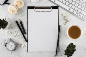 elegantes Schreibtisch-Sortiment flach liegend foto