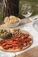 leckeres Chorizo-Wurst-Arrangement zu Hause foto