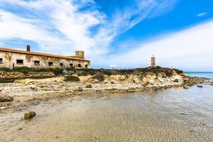 altes Gebäude an der Küste foto