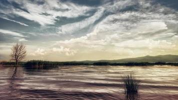 ruhiger Abend am See. Sonnenuntergang am See Dojran, Fyr Mazedonien. Südmazedonien. foto
