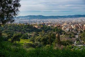 Athener Stadtbild mit Tempel des Hephaistos in der Ferne foto