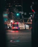 Salt Lake City, Utah 2020 - öffentliche Verkehrsmittel in der Nacht in Salt Lake City foto