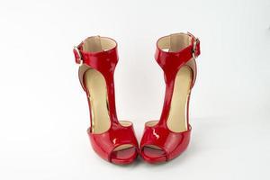 Sandale mit rotem Lackabsatz foto