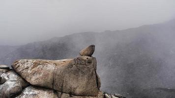 Schneesturm in den Bergen Seoraksan. Blick vom Gipfel. Südkorea foto