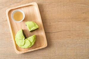 chinesischer mondkuchen grüner teegeschmack foto