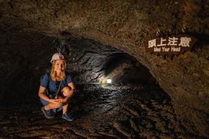 die kawaguchiko-fledermaushöhle in japan foto
