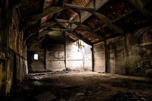 verlassene Fabrik, ihr Inneres und was davon übrig ist foto