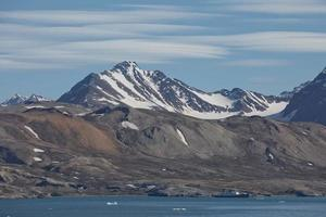 Küstenlandschaft in der Nähe von Ny Alesund auf Spitzbergen foto