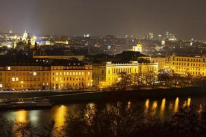 Blick auf Prag am Abend foto