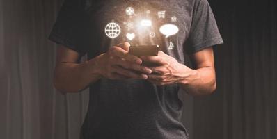 mit Smartphone mit Benachrichtigungssymbolen Socialmedia-Marketingkonzept 3D-Darstellung foto