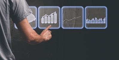 Geschäftsmann, der Aktiendiagramm-Investitionsgeschäftswachstumsillustration wählt foto