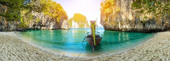 blaues wasser auf lao lading island, provinz krabi, thailand paradies foto