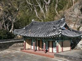 asiatisches traditionelles haus in der stadt gangneung, park. Südkorea foto