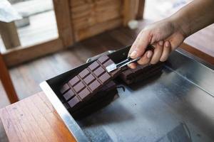 hausgemachte dunkle Schokolade und Kakao foto