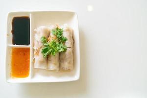 chinesische gedämpfte Reisnudelröllchen mit Krabben foto