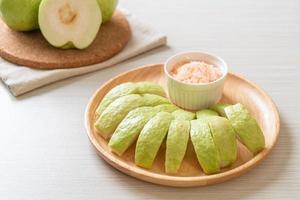 Guaven-Dip mit Chili und Salz foto