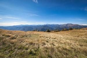 blick auf die bergkette italiens und der schweiz foto