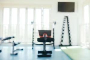 abstrakte Unschärfe Sportgeräte im Fitnessraum foto