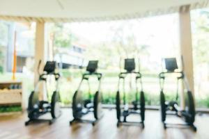 abstrakte Unschärfe und defokussierte Fitnessgeräte und Fitnessstudio foto