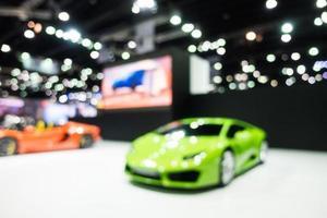 abstrakte Unschärfe und defokussierte Auto- und Autoausstellung foto