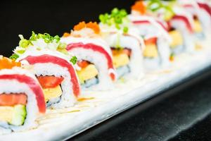 Thunfisch-Sushi-Rolle foto
