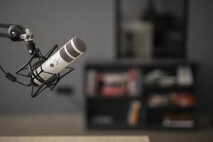 seitliches funkmikrofon mit kopierraum. hochwertiges schönes Fotokonzept foto
