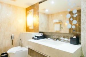 abstrakte Unschärfe Badezimmer- und Toiletteninnenraum foto