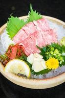 rohes und frisches Matsusaka-Rindsashimi foto