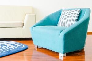 Kissen auf dem Sofa foto