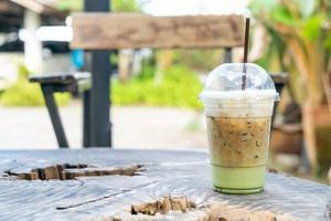 Espressokaffee mit Matcha-Grünteeglas foto