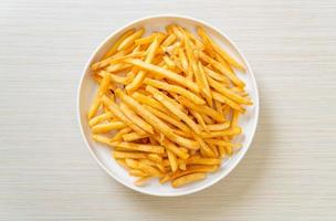ein Teller Pommes frites foto
