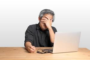 arbeitender asiatischer Mann foto