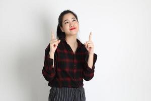 asiatische Frau auf weißem Hintergrund foto