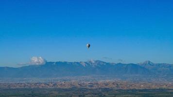 Ballon in den Himmel foto
